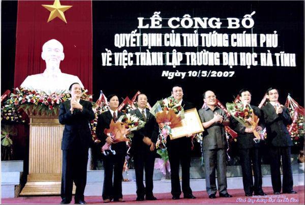 Lễ công bố thành lập Trường Đại học Hà Tĩnh